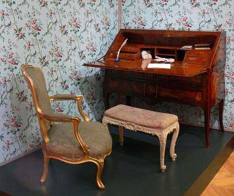 Antique furniture removal and transport services